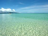 浜島の浜島の潮目:小潮 - 微妙な深さの違いが青色を豊かにする