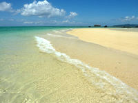 浜島の浜島の砂浜:大潮 - 砂も海もとてもキレイ