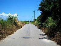 小浜島の小浜港へと向かう道 - シュガーロードに引けを取らないかも