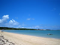 小浜島のトゥマールビーチ - あんまり海水浴できる雰囲気ではないです