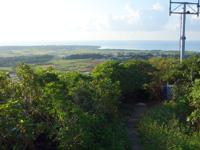 小浜島の大岳展望台からの景色 - 小浜集落がある南側の景色。鉄塔が邪魔!
