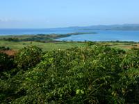 小浜島の大岳展望台からの景色 - 西側には細崎がくっきり見えます