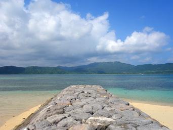 小浜島の細崎南側のビーチ(細崎港側)