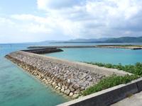 小浜島の海人公園 - マンタ展望台から見た細崎港側の景色