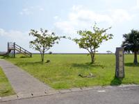 小浜島の海人公園 - 滑り台的な遊具も一応あります