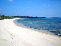 小浜島の海人公園のビーチ - 砂浜はかなりキレイで海水浴ならできるかな?