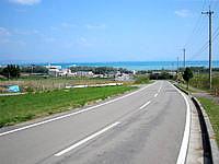 小浜島の小浜集落から港へと続く道 - このS字を描く道がいい感じ