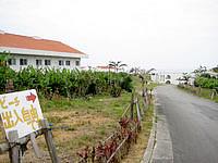 小浜島の北側のビーチ - ビーチまでは自由に往来可能