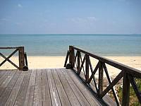 小浜島の北側のビーチ - デッキは一部破損しているので注意!