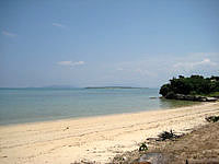 小浜島の北側のビーチ - ビーチ自体はとても静かでも海も穏やか