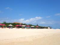 小浜島のイルマーレビーチ/アガリティーダビーチ - ビーチハウス周辺だけは砂を綺麗にしている?