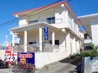 小浜島のCoyote/コヨーテ(旧うるづんぬ花/波止場パーラー)「小浜港のすぐ近くにあります」