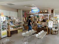 小浜島のくば屋ぁ/ちゅらさんばし旅ぬかろい売店 - まさに待合所の一角にあります