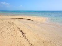 小浜島のはいむるとイルマーレの間のビーチ - 砂の岬がいい感じ