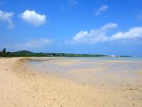 小浜島のトゥマールと小浜港の間のビーチ - トゥマールビーチ側