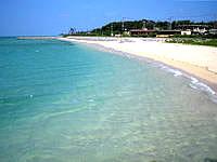 小浜島の細崎/くばざき - ビーチ自体は遠浅で泳ぐのは辛いかも?