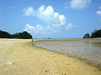 屋我地島の屋我地ビーチ - 正直、無料の古宇利ビーチの方がキレイ