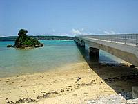 屋我地島の古宇利大橋入口の写真