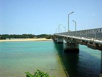 北部奥武島の屋我地大橋入口