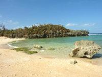 古宇利島の渡海浜/トケイ浜 - 左側のビーチの方が泳ぐにはいいかも?