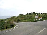 古宇利島の渡海浜/トケイ浜 - 外周道路からはここから入ります
