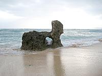 古宇利島の円筒状空洞地形群/ピポットホール
