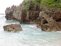 古宇利島の円筒状空洞地形群/ピポットホールの写真