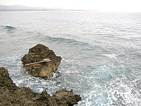 古宇利島の龍之宮 スルル洞 - その先は岩場です
