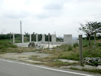 古宇利島のパーラーゆくるん(廃業・建設途中のまま放置)