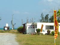 屋我地島の済井出ビーチ/ソルトビーチ食堂/屋我地の塩工場 - ビーチには食堂などの施設も併設