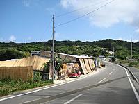 古宇利島のカフェ&レストラン YOSHIKA - 古宇利大橋からだとここに出ます