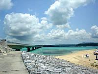 古宇利島の古宇利大橋を望むの写真
