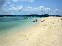 古宇利島の古宇利ビーチ/トゥンヂ浜 - ビーチは遠浅で静かです