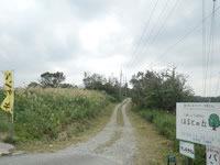屋我地島のCafe&Gallery ほるとの丘/やがじ荒焼 - 幹線道路からは非舗装の道に入る