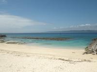 久高島のメーギ浜 - 消波ブロックで埋め尽くされてしまった