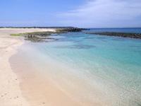 久高島のメーギ浜 - 透明度は抜群の海だけど消波ブロックが・・・