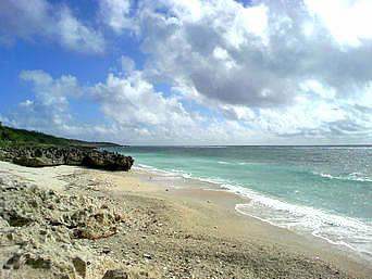 久高島のピザ浜「南側のビーチで港や集落に最も近いビーチです」