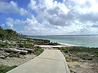 久高島のピザ浜 - 舗装路も台風の影響でこうなっていることも・・・