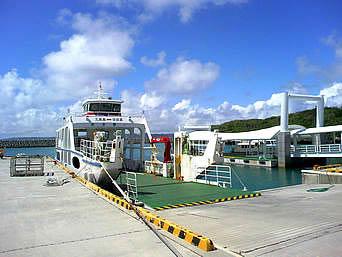 久高島の徳仁港(久高島の玄関口)「久高島の玄関口はいかにも離島の港って感じ」