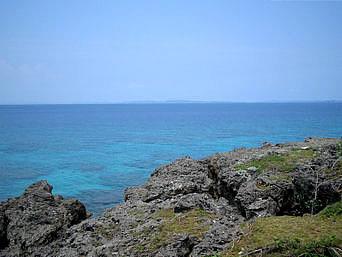ロマンスロードから見た海