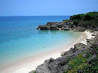 久高島のウディ浜入口/ロマンスロードビーチ入口 - 良い感じの大きさのビーチが広がっています