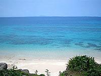 久高島のチリ置き場先のビーチ