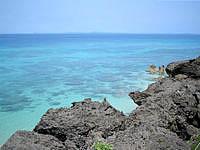 久高島のミガー/ニーカー - このまま海まで行けたらと思います。