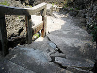 久高島のミガー/ニーカー - 階段の末部はこんな感じ