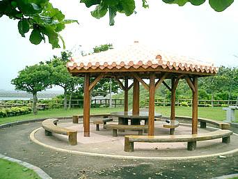 久高島の徳仁港待合い公園