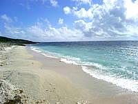 久高島のたち浜/立浜 - きれいな砂浜が広がります