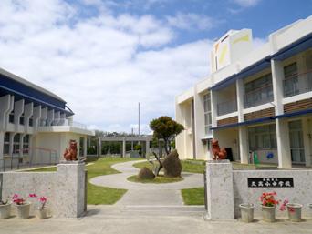 久高島の久高小中学校「豪華すぎる離島の学校施設」