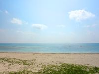 久米島のイーフビーチ - 干潮時にはかなりの範囲が干上がる