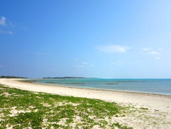 久米島のアイランドビーチ(イーフビーチ南)「久米島アイランドから一番近いビーチの入口です」