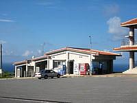 久米島の比屋定バンタの展望台 - 売店にはトイレも併設